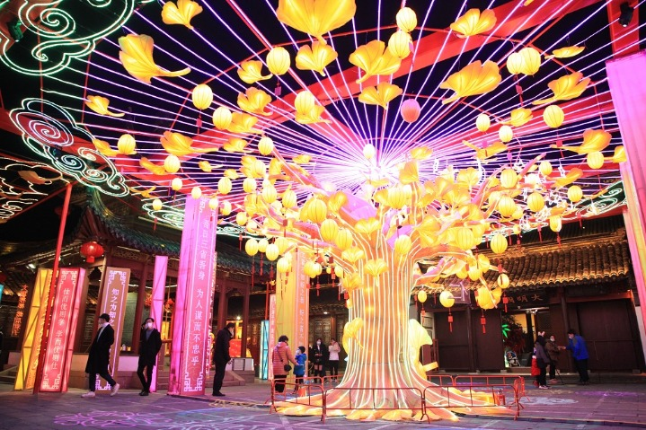 Ancient river lights up for Lantern Festival in Nanjing