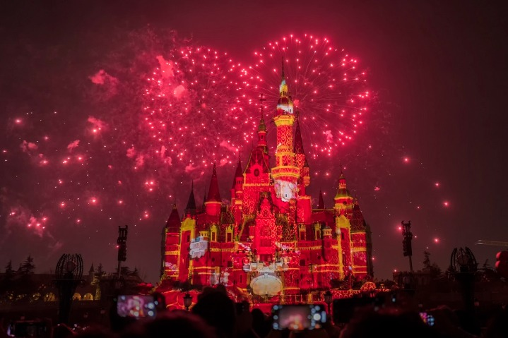 Fireworks add to gaiety of Shanghai Disneyland
