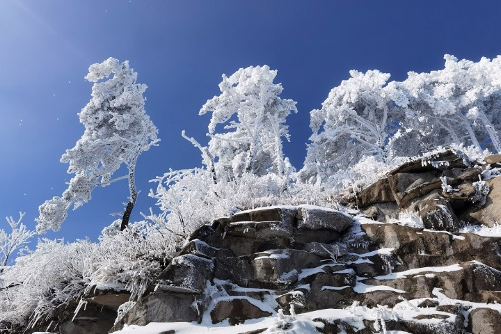 Snow blankets mountains area in Henan