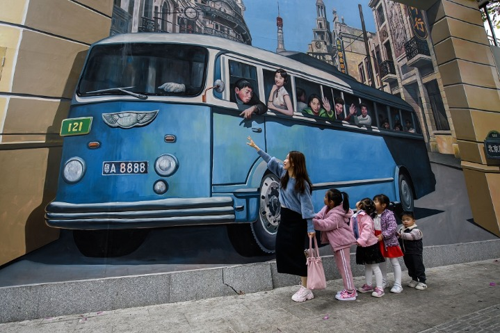 Graffiti walls revive old block in Guangzhou