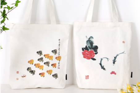 Qi Baishi's paintings printed on canvas bags