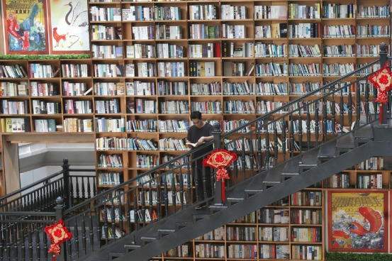 Wall of books attracts readers in Foshan