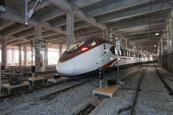 Guangzhou subway train's speed on trial run hits 176 km/h