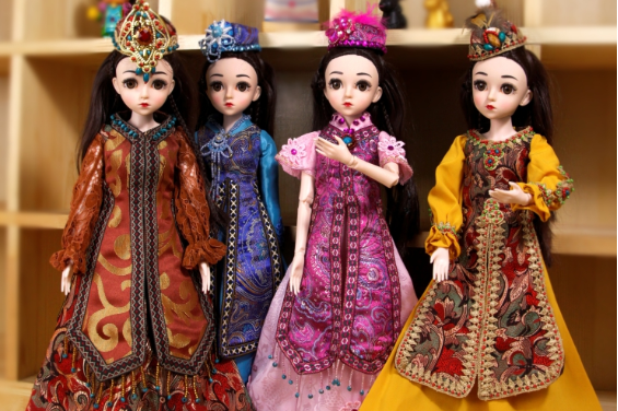 Xinjiang Museum rolls out dolls in ethnic costumes