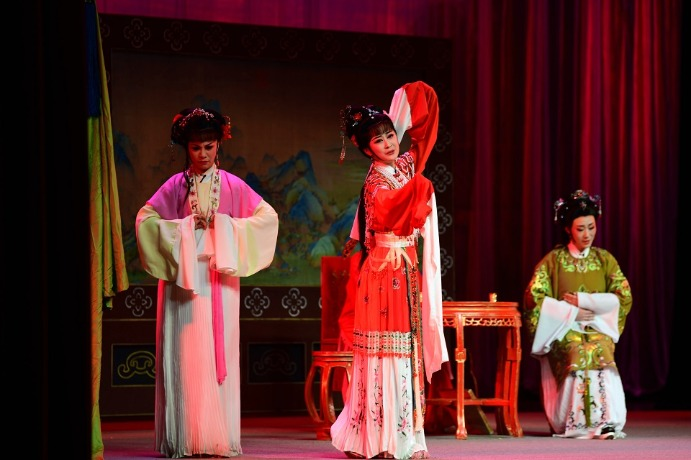 Classical Yueju Opera work charms in Jiangsu