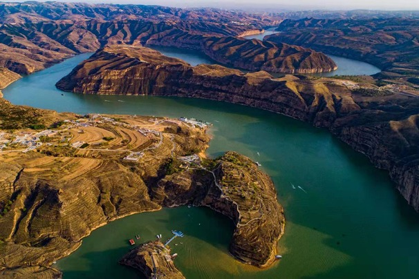 Inner Mongolia's Laoniu Bay boasts magnificent scenery