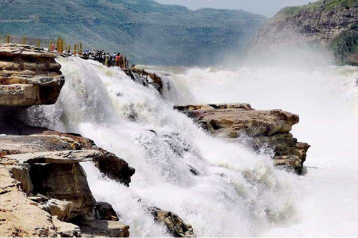 Amazing views seen at giant waterfalls in Shaanxi