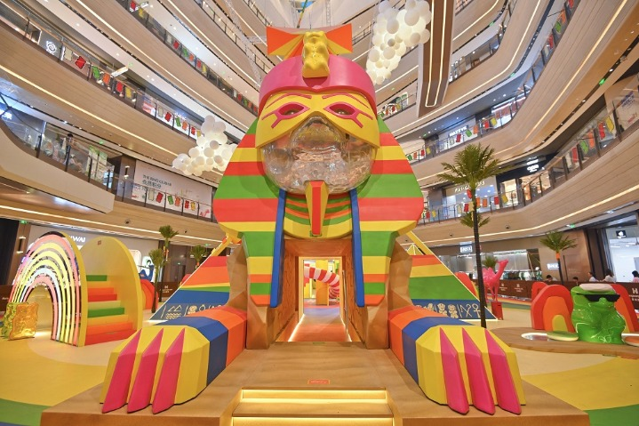 World wonders 'assemble' at shopping mall in Chongqing